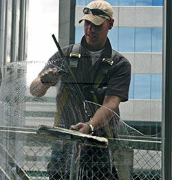 Fensterreiniger bei der Arbeit